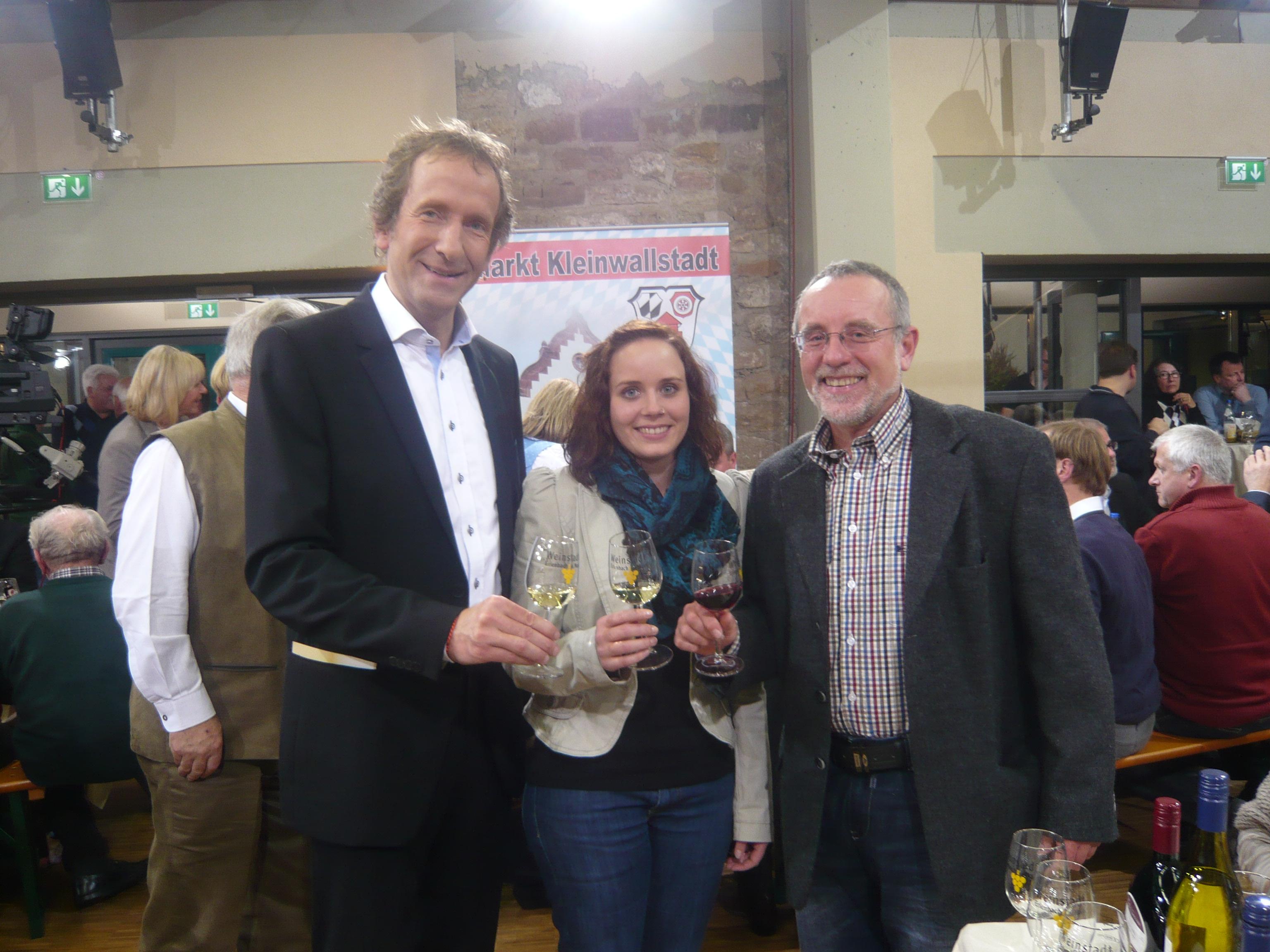 Moderator Tilmann Schöberl und Fam. Waigand