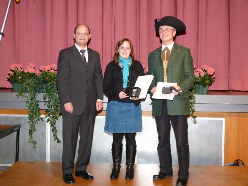Bürgermeister Berninger gratuliert den Preisträgern des Barbarossapreises (Quelle: www.stadt-erlenbach.de)
