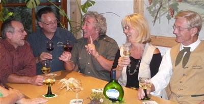 gemütliche Runde in der Häckerstube des Weinguts Waigand