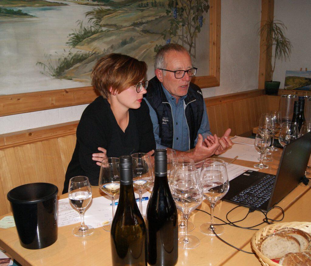 Verena und Albert führen durch die Online-Weinproben